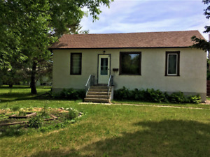 House for Rent w/Single Car Garage in Dauphin! Available Sept 1