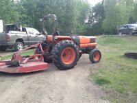 L4200 Kubota tractor comes with woods 5' rough cut mower