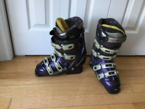Ladies atomic skis and Salomon boots