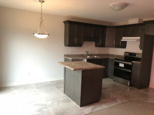 IMMEDIATELY AVAILABLE 3 BEDROOM HOUSE- Welland
