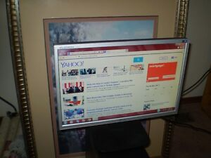 "LG FLATRON 19"" WIDESCREEN MONITOR In Good Condition"