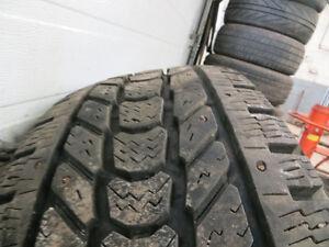 pneus a clous firestone winterforceLT 275 70r18 a vendre Saguenay Saguenay-Lac-Saint-Jean image 1