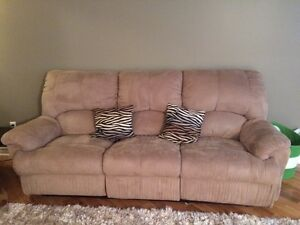Reclining sofa and 2 reclining chairs
