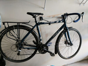 Commuter Bike with Disc brakes and rack