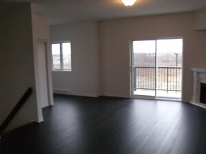 Buses direct to downtown OU UQO. New corner large unit top floor