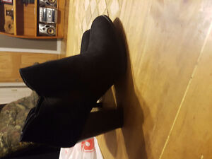 New Womens black boots