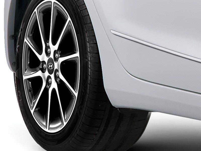 NEW GENUINE VW AMAROK 10-16 FRONT WIDE ARCH MUD FLAPS SPLASH GUARD PAIR