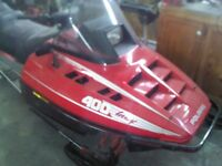 Skidoo modele indy 400 usage bonne condition 1991