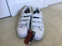 Gents new size 8 leather trainers