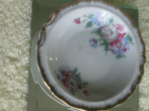 """CHARMING LITTLE 4.5"""" VINTAGE HAND-PAINTED CHINA DISH"""