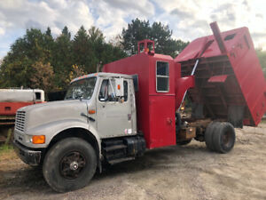 Chipper truck with built in chipper and dump box