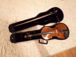 H. Siegler violin in great condition including bow and hard case