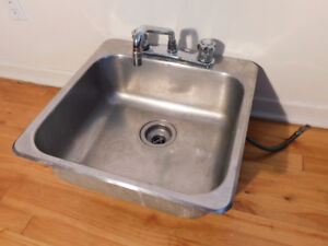 STAINLESS STEEL SINK / ÉVIER