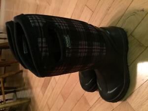 Girls bogs size 1 excellent condition