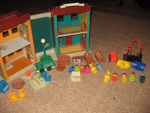 Vintage Fisher Price Little People . Sesame Street 937 938