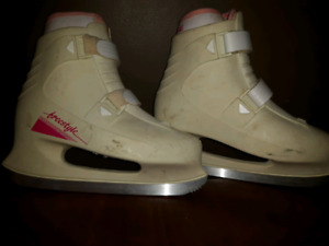 Ladies Skates, size 8