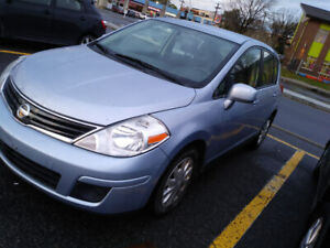 2010 Nissan Versa . Automatic  a/c