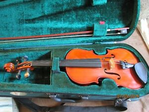"""""""Stentor Student 3/4 Violin Outfit with Case and Bow"""""""