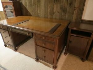 Beautiful Solid Wood President's Executive Desk