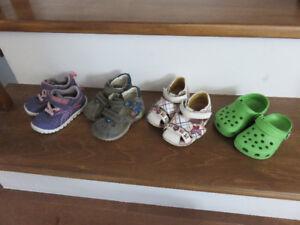 Chaussures pour fille gr 4 1/2 US ou 20 et 21Eur