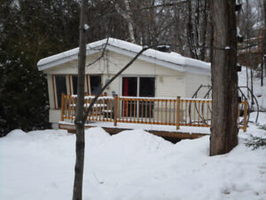 Petite Maison à 50m du Lac Echo, Saint-Hippolyte