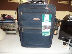 Canadian II lling Suitcase Cornwall Ontario image 3