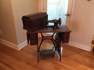 VINTAGE SINGER SEWING MACHINE West Island Greater Montréal image 2