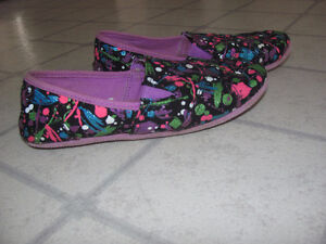 Slip-on shoes -  size 6