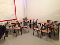 Chaises et Tables de Restaurant en Excellent Etat