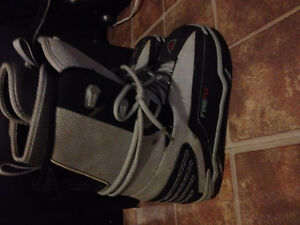 Snowboarding Boots - Men Size 7