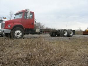 2003 Freightliner FL80 AUTOMATIC HEAVY AXLES
