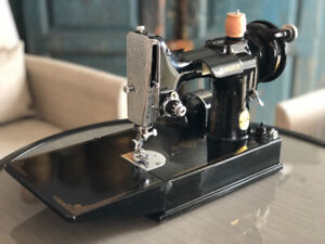 WANTED ~ SMALL VINTAGE SINGER SEWING MACHINE