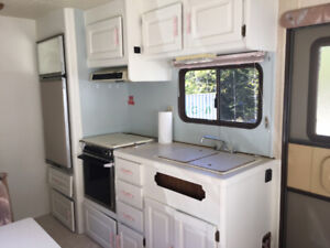 1989 26ft Kustom Koach 5th Wheel Travel Trailer