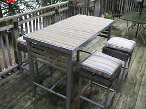 outdoor high bar type metal table/4 metal stools new /reduced