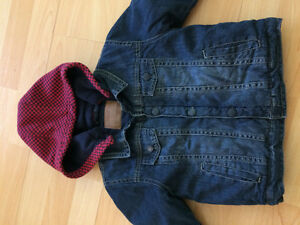 Veste jean doublée avec capuchon neuve 24 mois