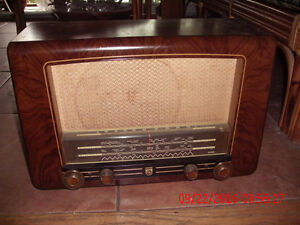 """PRICE DROP""Vintage Philips model 725 Tube radio(1954)"