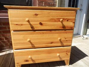 deux comodes de bois (blanc et pins)