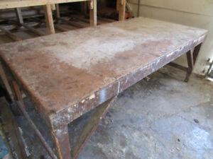 Table d'ébéniste 4x8. Dessous de table renforcie