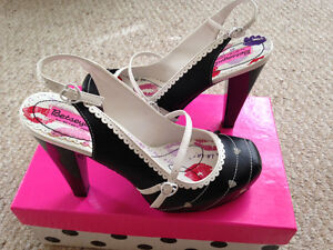NEW (Never Worn) Betsey Johnson Shoes - size 8