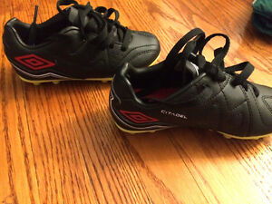 Little boys Umbra soccer shoes size 9 like new
