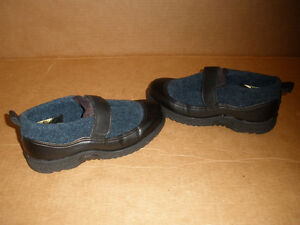 TOE WARMERS Black and Navy Shoe-Boots  Size 6 London Ontario image 4