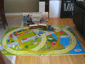 LIONEL G SCALE LARGE THOMAS THE TANK ENGINE TRAIN SET WORKING