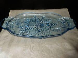 Assiette de service  vintage en verre bleue