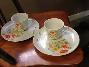 Lunch/snack plates with cups London Ontario image 1