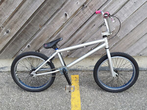 BMX NORCO 2012 EXCELLENT CONDITION VERY LIGHT FRAME 385obo