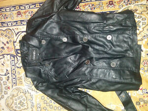 Women fox leather coat short used few times but perfect conditio