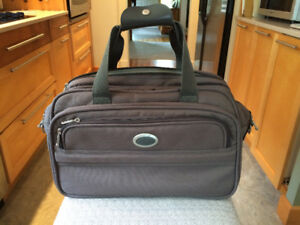Atlantic Overnight Bag With Shoulder Strap Suitcase