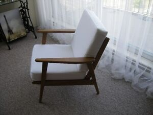 COMFORTABLE AND SOLID MID CENTURY ARM CHAIR