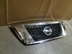 2015 Nissan Pathfiner front grill OEM