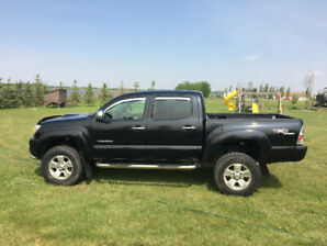 *PRICE REDUCED*  2007 Toyota Tacoma (LOW KMS)